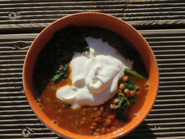 Een Oosterse soep met linzen