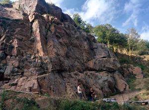 zelfs de rotswand werd beklommen