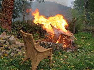 De stoelen branden lekker