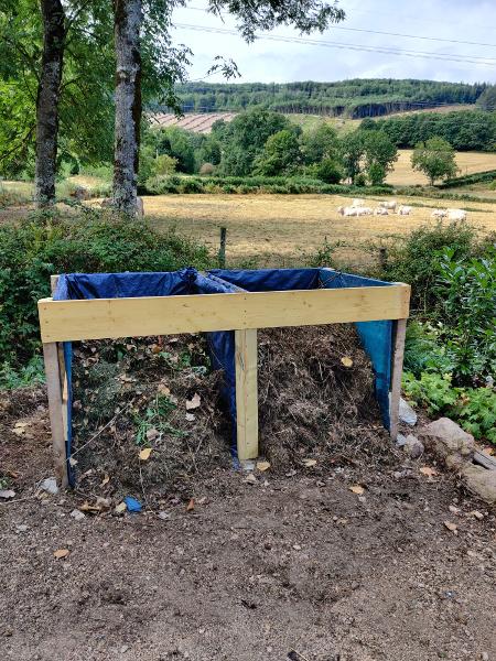 En klaar is de compostbak die uit twee delen bestaat.